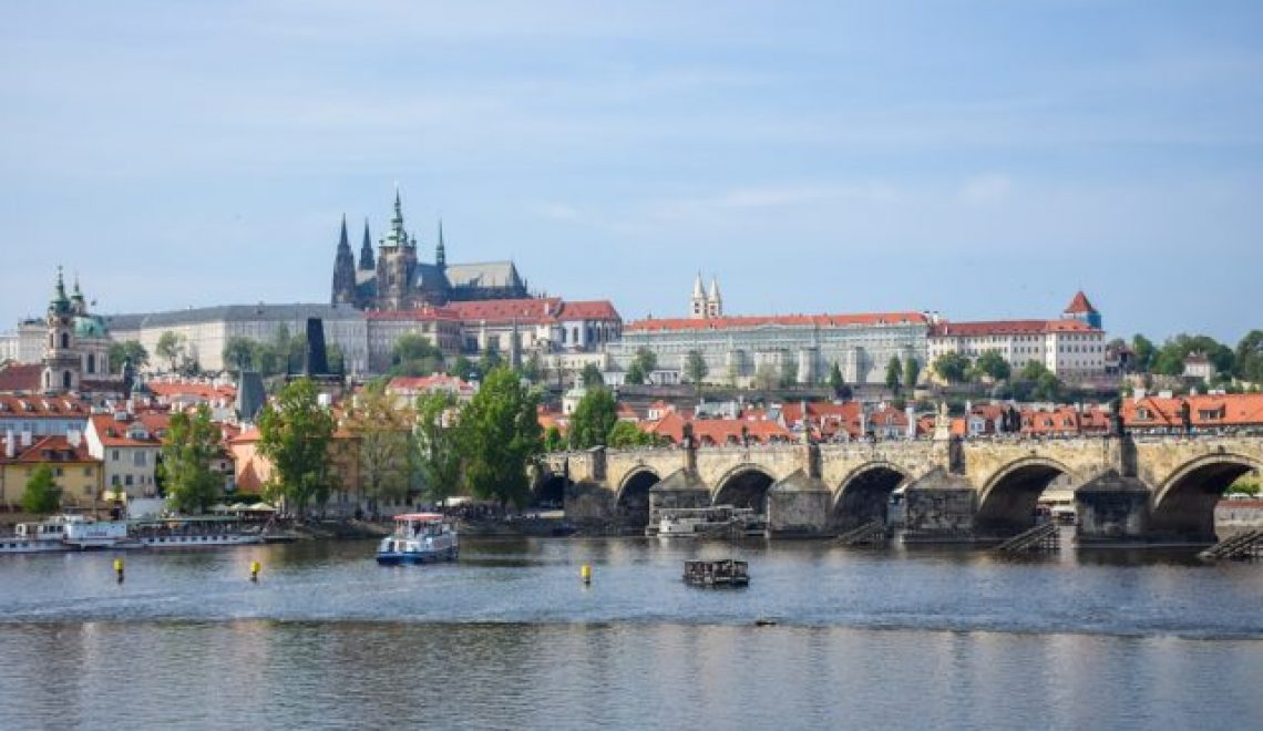 Prague: Charles bridge, City square and excellent Prague culinary (day 1)
